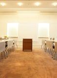 Sala de conferencias en oficina fotos de archivo