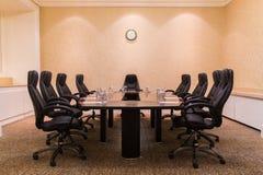 Sala de conferencias para las reuniones de negocios fotos de archivo libres de regalías