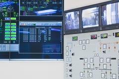 Sala de control en fábrica del poder Fotos de archivo libres de regalías