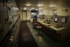 Sala de control vacía del motor en el buque de carga fotos de archivo libres de regalías