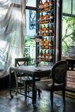Sala de Dinning com calma e interior estabelecido de relaxamento, estilo asiático fotografia de stock