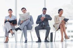 Sala de espera com executivos imagem de stock royalty free