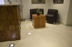 Sala de espera de la huésped del mostrador de la oficina Imagenes de archivo