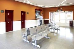 Sala de espera del ferrocarril Fotos de archivo libres de regalías