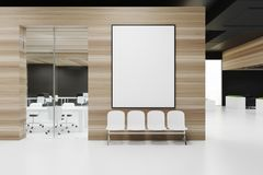 Sala de espera de madeira do escritório com cartaz Fotos de Stock