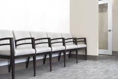 A sala de espera preside a sala de hospital do escritório dos médicos fotografia de stock