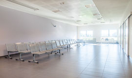 Sala de espera vacía y limpia Imagen de archivo