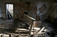 Sala de estar abandonada Imágenes de archivo libres de regalías