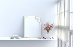 Sala de estar blanca adornada con color de rosa rojo-rosado y la maqueta Fotos de archivo