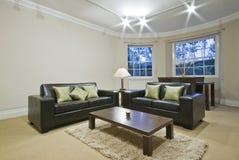 Sala de estar clásica con la ventana de bahía oval Imágenes de archivo libres de regalías