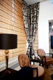 Sala de estar con estilo con muebles de moda fotos de archivo libres de regalías