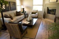 Sala de estar con la chimenea Foto de archivo libre de regalías