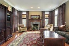 Sala de estar con la chimenea de la pizarra Fotografía de archivo