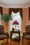 Sala de estar con la ventana de bahía Foto de archivo libre de regalías