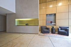 Sala de estar contemporánea del diseñador Imágenes de archivo libres de regalías