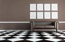 Sala de estar de Brown con el sofá clásico Fotos de archivo libres de regalías