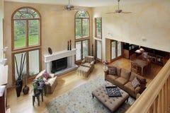 Sala de estar de dos pisos Fotos de archivo libres de regalías
