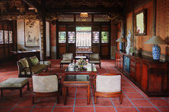 Sala de estar de la casa china clásica imágenes de archivo libres de regalías