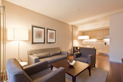 Sala de estar de la habitación de hotel Imágenes de archivo libres de regalías