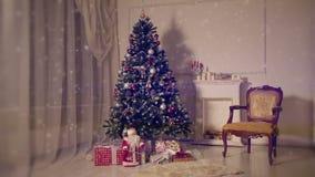 Sala de estar de la Navidad Nieve que cae almacen de metraje de vídeo
