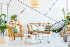 Sala de estar de moda foto de archivo libre de regalías