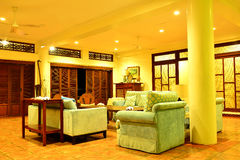 Sala de estar del centro turístico del VIP de la residencia privada en Negros Oriental, Filipinas Imagenes de archivo