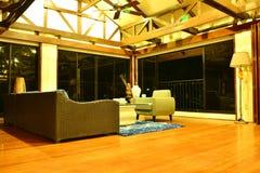 Sala de estar del centro turístico del VIP de la residencia privada en Negros Oriental, Filipinas Foto de archivo