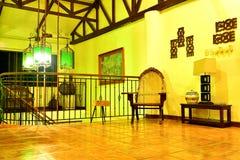 Sala de estar del centro turístico del VIP de la residencia privada en Negros Oriental, Filipinas Imágenes de archivo libres de regalías