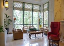 sala de estar del Occidental-estilo en el hotel de lujo Foto de archivo