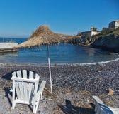 Sala de estar e guarda-chuva na praia Foto de Stock Royalty Free