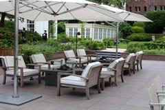 Sala de estar elegante e moderna elegante do quintal do hotel em Amsterdão, os Países Baixos em Europa Assentos no hotel superior imagem de stock