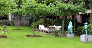 Sala de estar elegante e moderna elegante do quintal do hotel em Amsterdão, os Países Baixos em Europa Assentos no hotel superior imagem de stock royalty free