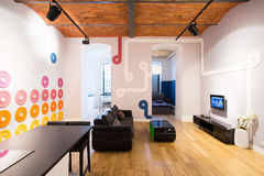Sala de estar en diseño contemporáneo Imágenes de archivo libres de regalías
