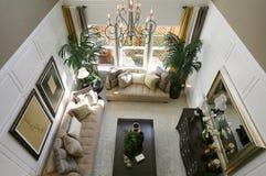 Sala de estar en hogar exclusivo Fotos de archivo libres de regalías