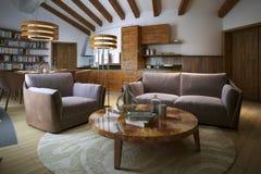 Sala de estar en un estilo moderno Imagen de archivo libre de regalías