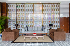 Sala de estar moderna da entrada do edifício Foto de Stock Royalty Free