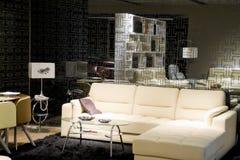 Sala de estar moderna de lujo foto de archivo libre de regalías