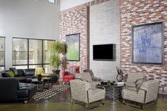 Sala de estar moderna del desván Foto de archivo libre de regalías