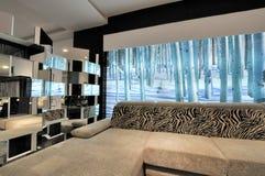 Sala de estar moderna del estilo Foto de archivo libre de regalías