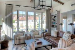 Sala de estar moderna de la mansión Fotografía de archivo