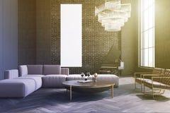 Sala de estar, sofá y tabla grises, cartel entonado Fotos de archivo