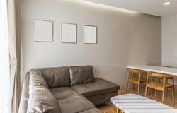 Sala de estar y marcos blancos Fotografía de archivo libre de regalías