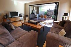 Sala de estar y patio Foto de archivo libre de regalías