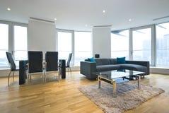 Sala de estar y salón abiertos lujosos del plan Imágenes de archivo libres de regalías