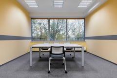Sala de estudo da universidade com janela Fotografia de Stock