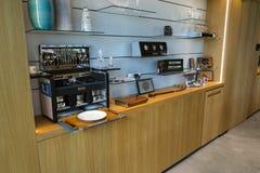 Sala de exposições dos carros de motor de Rolls royce na fábrica do carro de Goodwood Fotografia de Stock Royalty Free