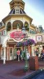 Sala de helado de la plaza en el reino mágico Fotos de archivo