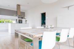 Sala de jantar brilhante moderna Imagens de Stock Royalty Free