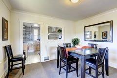 Sala de jantar com mobília preta Fotos de Stock Royalty Free