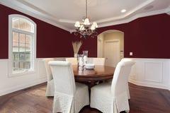 Sala de jantar com paredes vermelhas Imagens de Stock Royalty Free